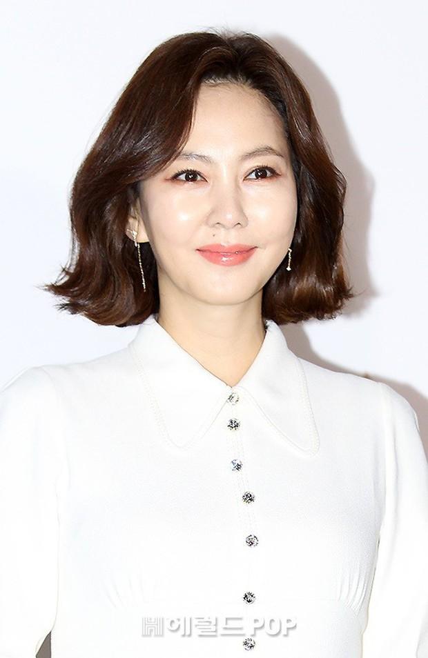Sự kiện hot nhất hôm nay: Krystal vừa dừ vừa xuống sắc vì tăng cân, Sooyoung khoe chân cực phẩm bên dàn mỹ nhân Hàn - Ảnh 12.