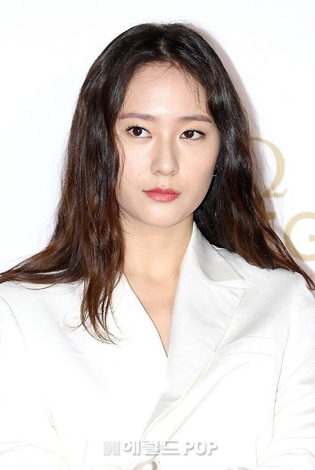 Sự kiện hot nhất hôm nay: Krystal vừa dừ vừa xuống sắc vì tăng cân, Sooyoung khoe chân cực phẩm bên dàn mỹ nhân Hàn - Ảnh 10.