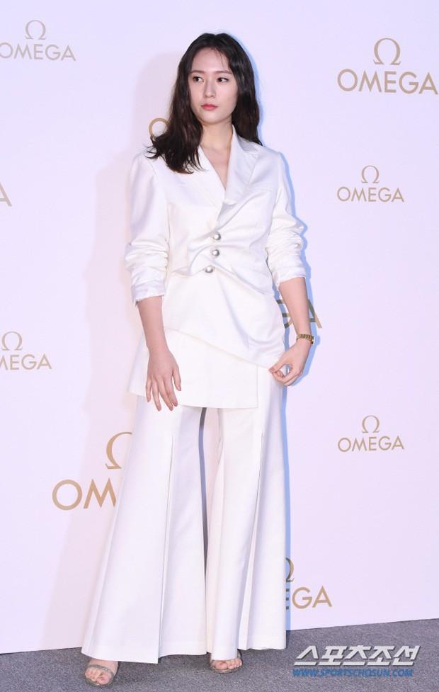 Sự kiện hot nhất hôm nay: Krystal vừa dừ vừa xuống sắc vì tăng cân, Sooyoung khoe chân cực phẩm bên dàn mỹ nhân Hàn - Ảnh 6.