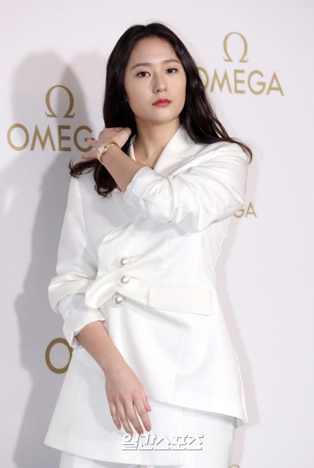 Sự kiện hot nhất hôm nay: Krystal vừa dừ vừa xuống sắc vì tăng cân, Sooyoung khoe chân cực phẩm bên dàn mỹ nhân Hàn - Ảnh 9.