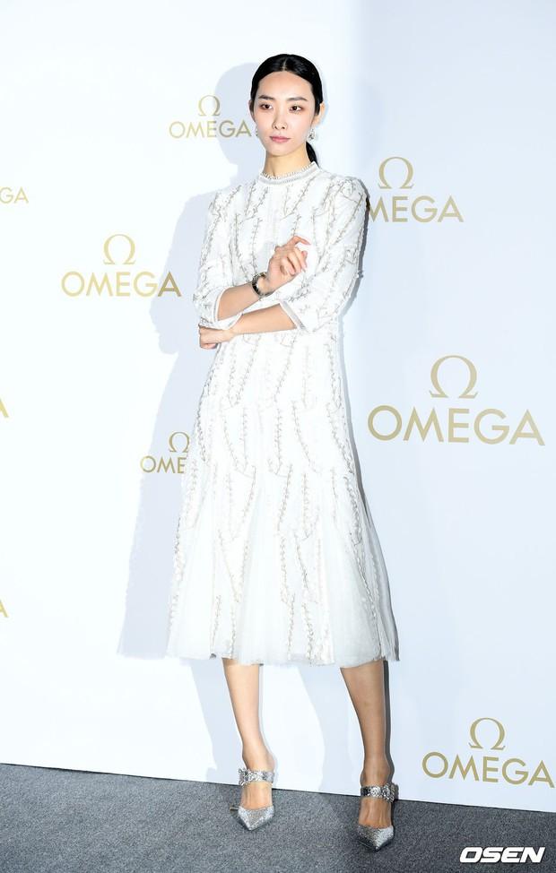 Sự kiện hot nhất hôm nay: Krystal vừa dừ vừa xuống sắc vì tăng cân, Sooyoung khoe chân cực phẩm bên dàn mỹ nhân Hàn - Ảnh 14.