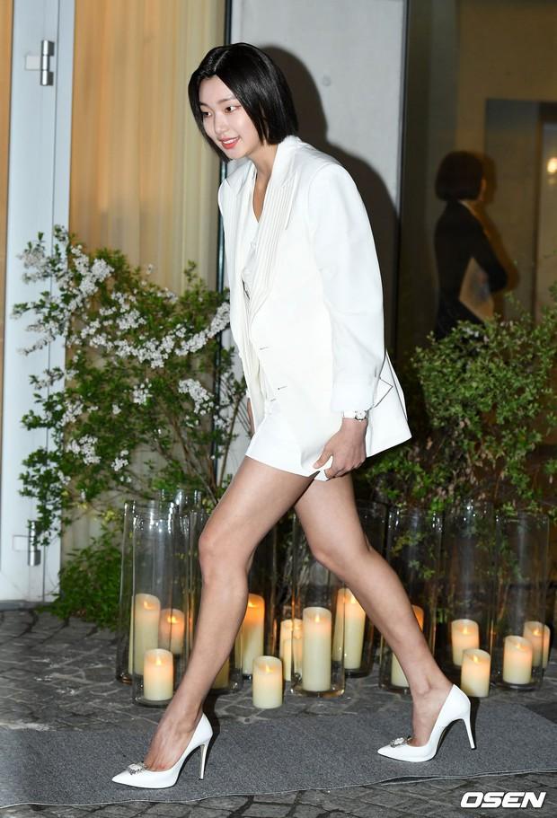 Sự kiện hot nhất hôm nay: Krystal vừa dừ vừa xuống sắc vì tăng cân, Sooyoung khoe chân cực phẩm bên dàn mỹ nhân Hàn - Ảnh 13.