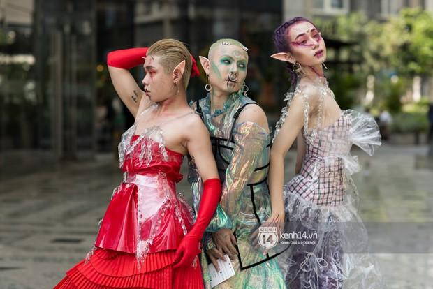 Street style ngày 1 của Tuần lễ thời trang: Ai không biết lại tưởng giới trẻ Việt chơi Halloween sớm tận nửa năm - Ảnh 3.