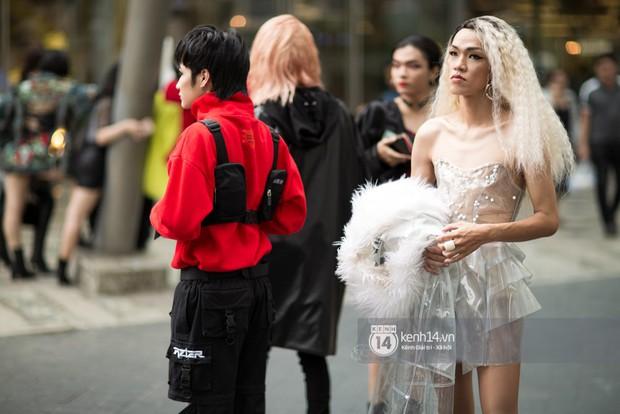 Street style ngày 1 của Tuần lễ thời trang: Ai không biết lại tưởng giới trẻ Việt chơi Halloween sớm tận nửa năm - Ảnh 8.
