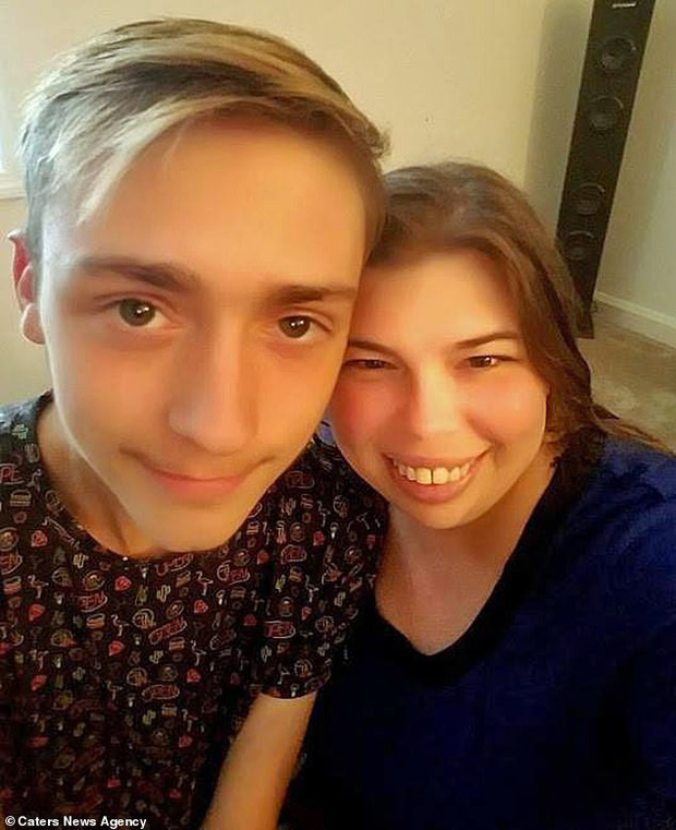 Cậu thiếu niên Mỹ tự dưng phải gọi bạn thân bằng bố vì nó đính hôn với mẹ mình - Ảnh 2.