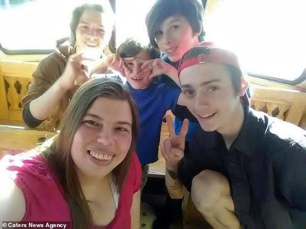 Cậu thiếu niên Mỹ tự dưng phải gọi bạn thân bằng bố vì nó đính hôn với mẹ mình - Ảnh 6.