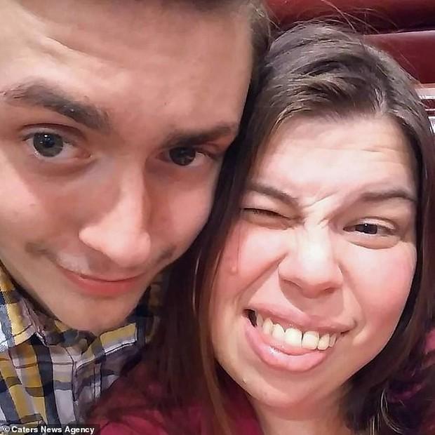 Cậu thiếu niên Mỹ tự dưng phải gọi bạn thân bằng bố vì nó đính hôn với mẹ mình - Ảnh 8.