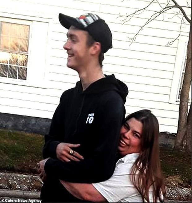 Cậu thiếu niên Mỹ tự dưng phải gọi bạn thân bằng bố vì nó đính hôn với mẹ mình - Ảnh 9.