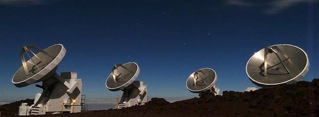 Chính thức: Bức ảnh đầu tiên trong lịch sử về hố đen vũ trụ đã lộ diện - Ảnh 1.