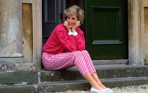 Công nương Diana siêu xinh chính thức lộ diện trong The Crown của Netflix - Ảnh 5.