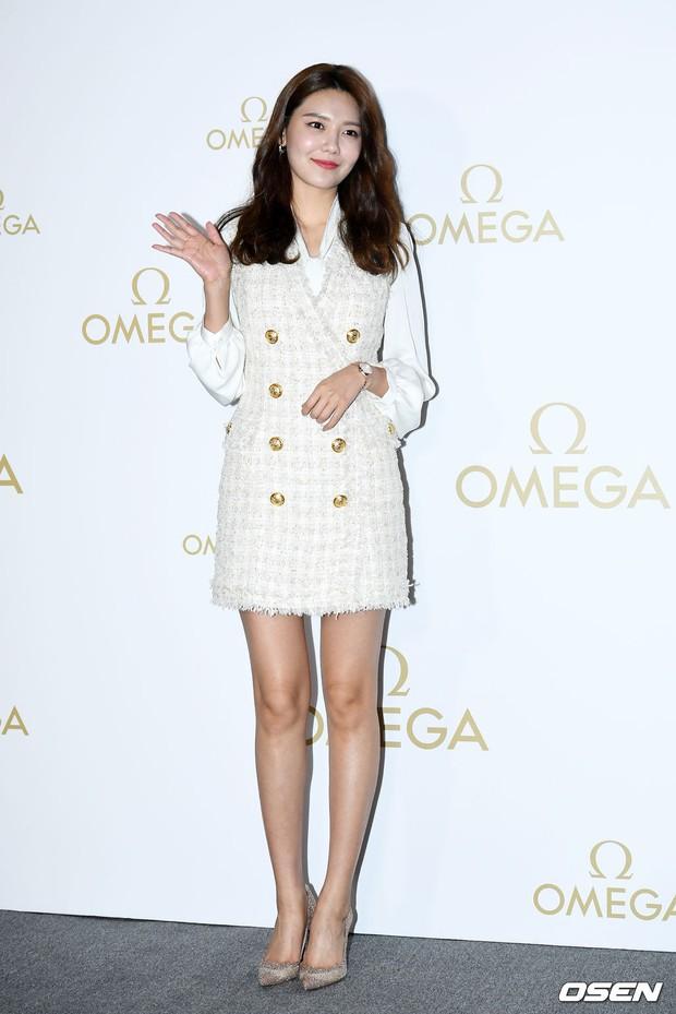 Sự kiện hot nhất hôm nay: Krystal vừa dừ vừa xuống sắc vì tăng cân, Sooyoung khoe chân cực phẩm bên dàn mỹ nhân Hàn - Ảnh 3.