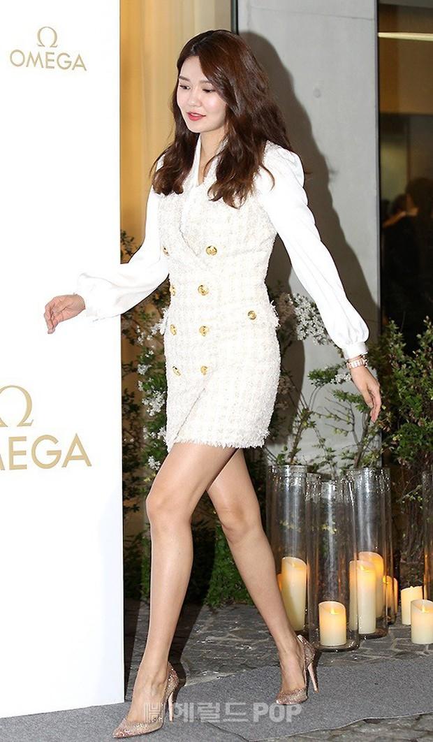 Sự kiện hot nhất hôm nay: Krystal vừa dừ vừa xuống sắc vì tăng cân, Sooyoung khoe chân cực phẩm bên dàn mỹ nhân Hàn - Ảnh 2.