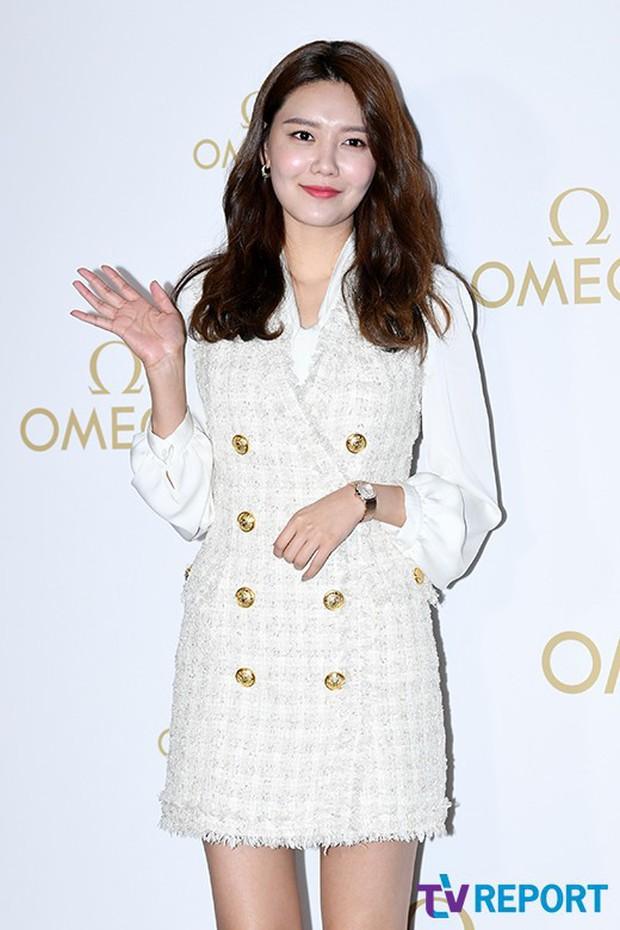 Sự kiện hot nhất hôm nay: Krystal vừa dừ vừa xuống sắc vì tăng cân, Sooyoung khoe chân cực phẩm bên dàn mỹ nhân Hàn - Ảnh 4.
