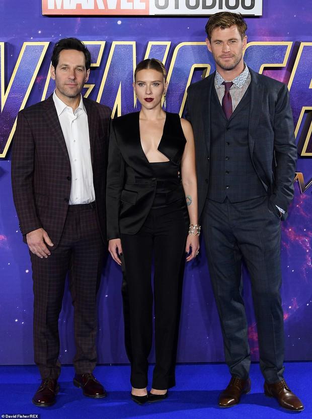 Sự kiện Avengers gây chú ý: Mỹ nhân Scarlett Johansson nơm nớp vì hở quá bạo, liên tục cười tít mắt với Thor - Ảnh 12.