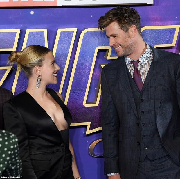 Sự kiện Avengers gây chú ý: Mỹ nhân Scarlett Johansson nơm nớp vì hở quá bạo, liên tục cười tít mắt với Thor - Ảnh 9.