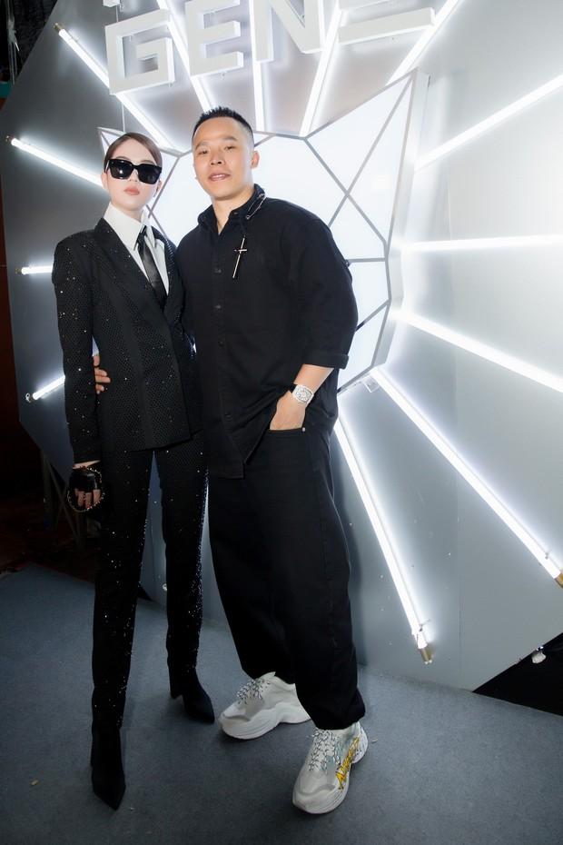Tiểu Vy giật giũ, Nam Em thành đại phu nhân trên thảm đỏ Aquafina Vietnam International Fashion Week - Ảnh 5.