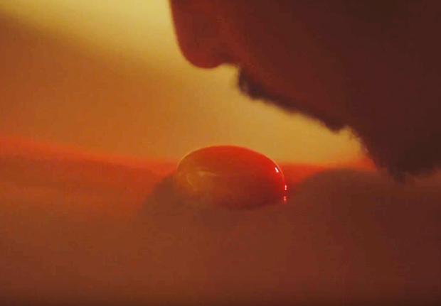 Người Vợ Ba tung teaser gây sốc với cảnh húp trứng từ bụng trinh nữ kiểu sushi geisha - Ảnh 2.