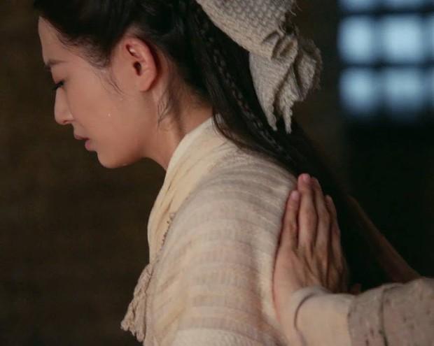 Ai khổ như Trương Vô Kỵ, trị thương cho Triệu Mẫn mà không chịu... cởi áo cũng khiến fan bất mãn - Ảnh 8.