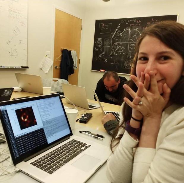 Bí ẩn sự kiện chụp hố đen: Tiết lộ cách chụp và số ổ cứng khổng lồ để lưu bức ảnh - Ảnh 3.