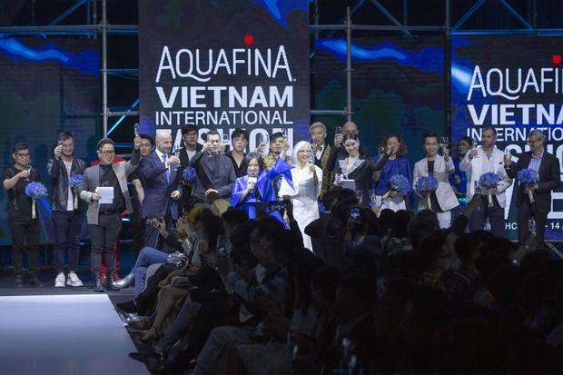 Bùng nổ cảm xúc trong đêm khai mạc Tuần lễ thời trang Aquafina Vietnam International Fashion Week Xuân Hè 2019 - Ảnh 1.