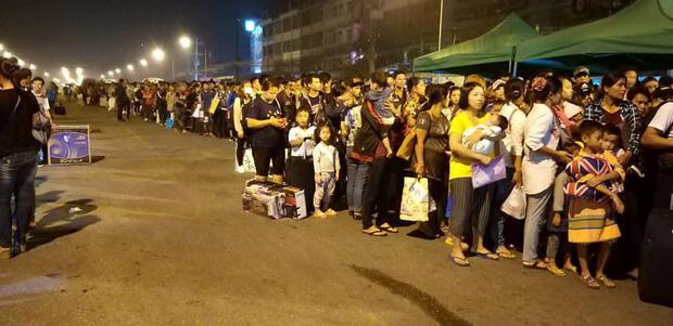 Dòng người ùn ùn đổ về Thái Lan dịp lễ Songkran, 7 ngày nguy hiểm bắt đầu - Ảnh 5.