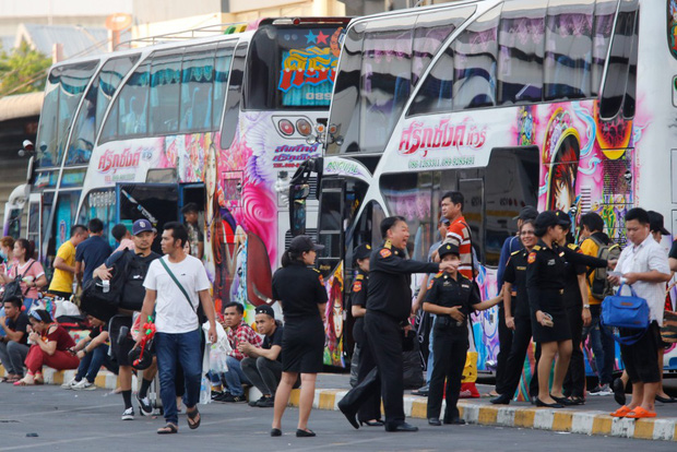 Dòng người ùn ùn đổ về Thái Lan dịp lễ Songkran, 7 ngày nguy hiểm bắt đầu - Ảnh 3.