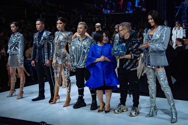 Bùng nổ cảm xúc trong đêm khai mạc Tuần lễ thời trang Aquafina Vietnam International Fashion Week Xuân Hè 2019 - Ảnh 4.