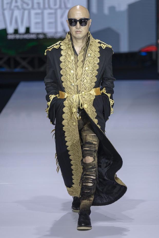 Tuần lễ thời trang: Thanh Hằng chứng tỏ đẳng cấp chị đại nhưng bất ngờ nhất là sự xuất hiện của nam diễn viên Hàn đầu tiên công khai đồng tính - Ảnh 3.