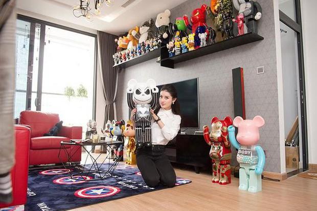 """Những BST """"cực khủng"""" của sao Việt: Từ tủ nước hoa chất đầy như siêu thị đến những chú gấu đồ chơi đáng giá bạc tỷ - Ảnh 21."""