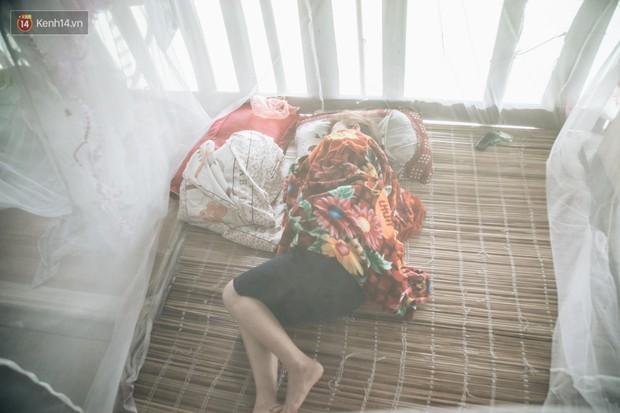 Cuộc sống lênh đênh trên thuyền của người lao động nhập cư ở Hà Nội: Chả có gì khó khăn, đông vui là chính - Ảnh 15.