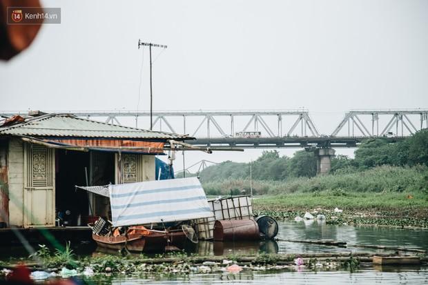 Cuộc sống lênh đênh trên thuyền của người lao động nhập cư ở Hà Nội: Chả có gì khó khăn, đông vui là chính - Ảnh 4.