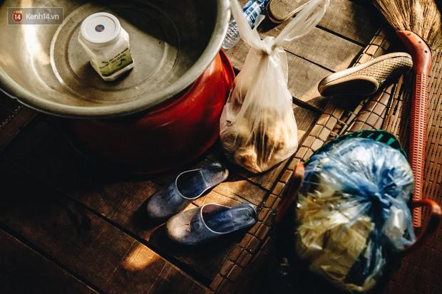 Cuộc sống lênh đênh trên thuyền của người lao động nhập cư ở Hà Nội: Chả có gì khó khăn, đông vui là chính - Ảnh 14.