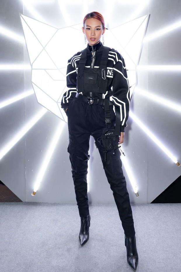 Tiểu Vy giật giũ, Nam Em thành đại phu nhân trên thảm đỏ Aquafina Vietnam International Fashion Week - Ảnh 13.