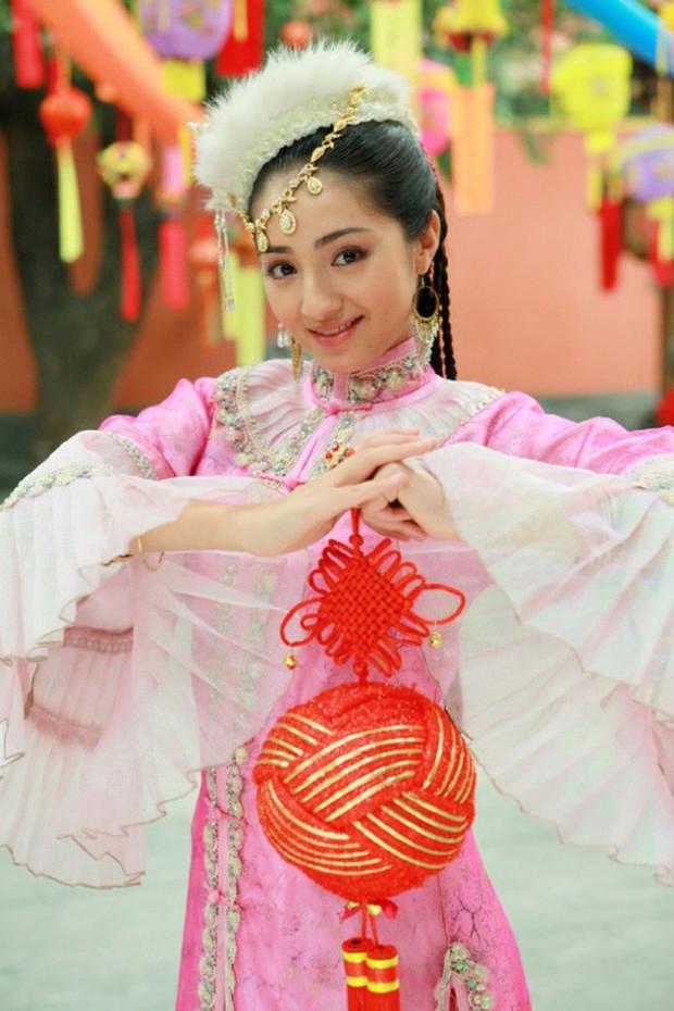 Cặp đôi mới của Cbiz: Hàm Hương Tân Cương bí mật kết hôn với Tổng tài điển trai kém 4 tuổi - Ảnh 3.