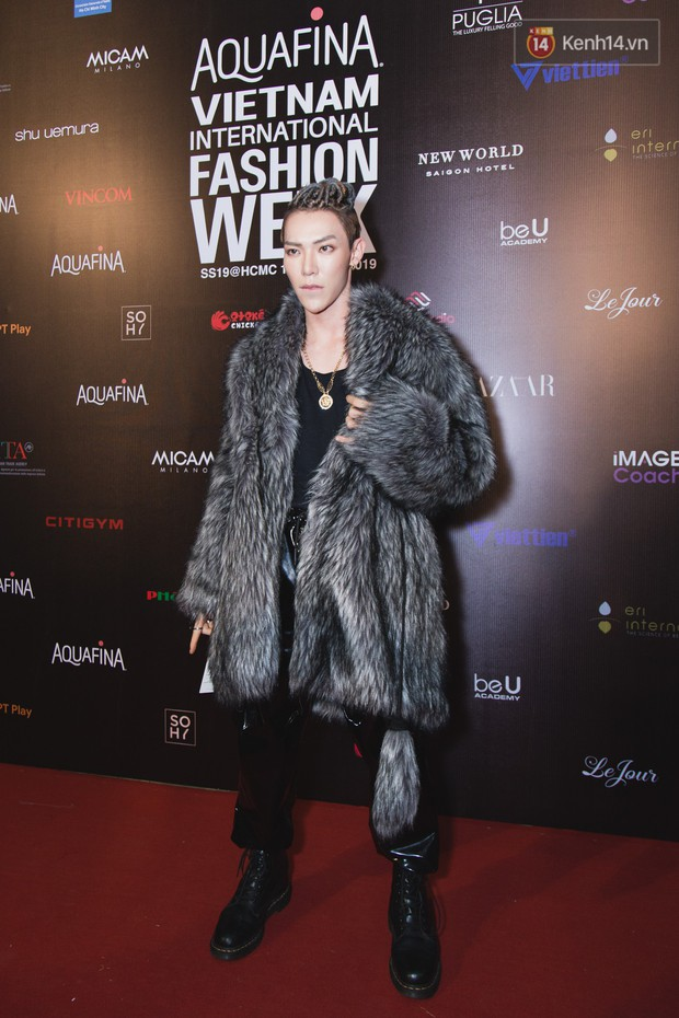 Tiểu Vy giật giũ, Nam Em thành đại phu nhân trên thảm đỏ Aquafina Vietnam International Fashion Week - Ảnh 8.