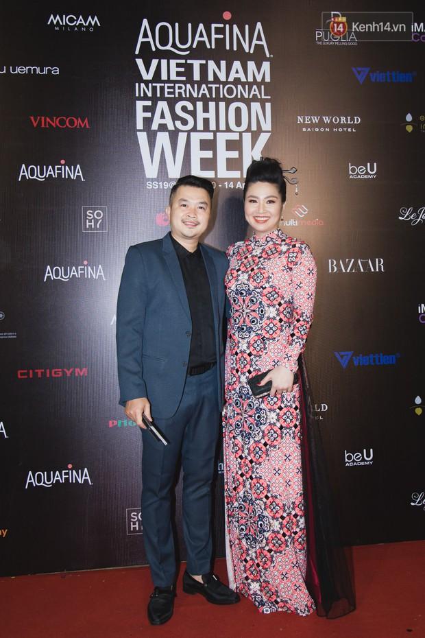 Thảm đỏ Tuần lễ thời trang ngày 2: Võ Hoàng Yến khoe chân dài tít tắp, Nguyễn Oanh tái xuất sau một thời gian vắng bóng - Ảnh 12.