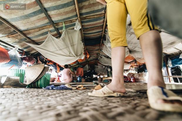 Cuộc sống lênh đênh trên thuyền của người lao động nhập cư ở Hà Nội: Chả có gì khó khăn, đông vui là chính - Ảnh 7.
