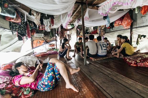 Cuộc sống lênh đênh trên thuyền của người lao động nhập cư ở Hà Nội: Chả có gì khó khăn, đông vui là chính - Ảnh 8.
