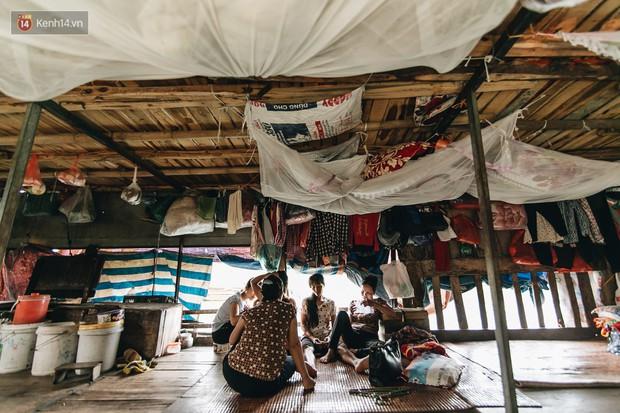 Cuộc sống lênh đênh trên thuyền của người lao động nhập cư ở Hà Nội: Chả có gì khó khăn, đông vui là chính - Ảnh 9.