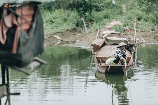 Cuộc sống lênh đênh trên thuyền của người lao động nhập cư ở Hà Nội: Chả có gì khó khăn, đông vui là chính - Ảnh 16.