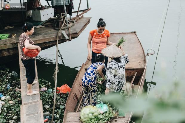 Cuộc sống lênh đênh trên thuyền của người lao động nhập cư ở Hà Nội: Chả có gì khó khăn, đông vui là chính - Ảnh 21.