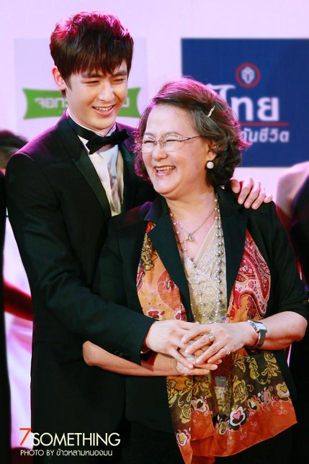 Những bà mẹ vừa nổi tiếng vừa giàu có của sao Thái: Mẹ tài tử Friendzone gây bất ngờ, nhưng chưa bằng người cuối - Ảnh 13.
