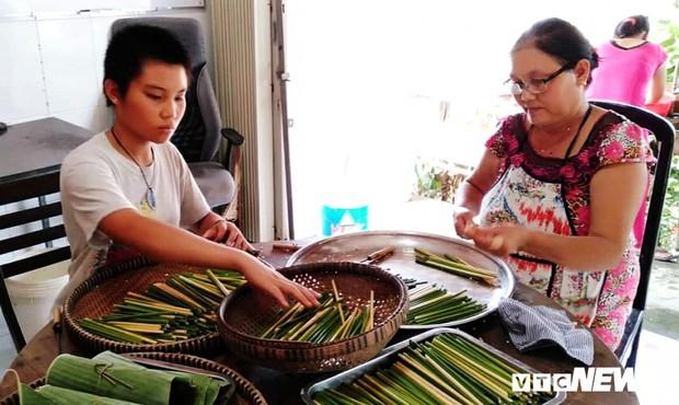 Thầy giáo bỏ nghề, về vườn sản xuất ống hút bằng cỏ, thay thế sản phẩm nguy hại môi trường - Ảnh 3.