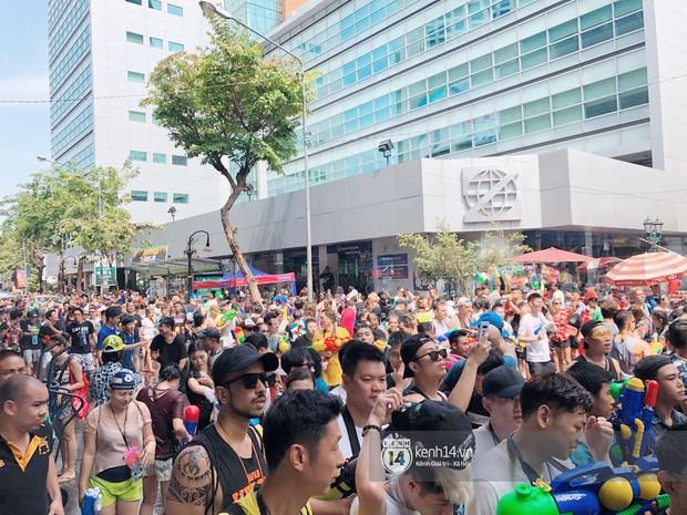Hàng ngàn bạn trẻ Việt đang đổ về Bangkok để hoà vào dòng người chơi té nước Songkran! - Ảnh 3.