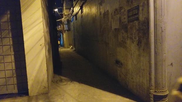 Tạm giữ hình sự người đàn ông nghi sàm sỡ 2 bé gái trong ngõ tối ở Hà Nội - Ảnh 2.
