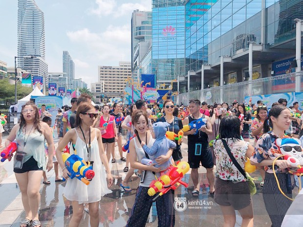 Hàng ngàn bạn trẻ Việt đang đổ về Bangkok để hoà vào dòng người chơi té nước Songkran! - Ảnh 11.