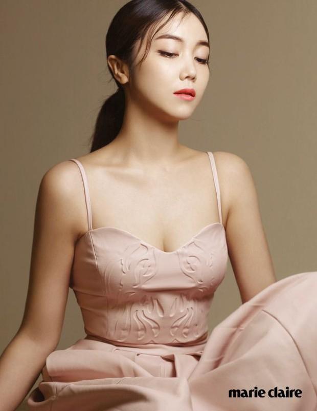 Vừa lộ diện, nữ thần Hậu duệ mặt trời Kim Ji Won đã bị tiểu tam tin đồn của đôi Song Song lấn lướt về nhan sắc? - Ảnh 11.