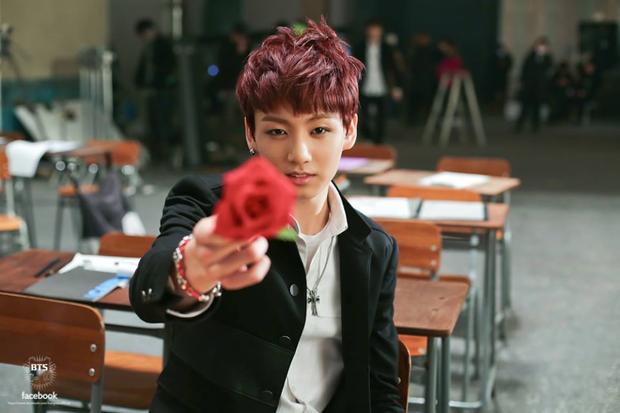 Đây là thứ ấn tượng đọng lại ngay khi mọt phim xem MV Boy With Luv của BTS - Ảnh 19.