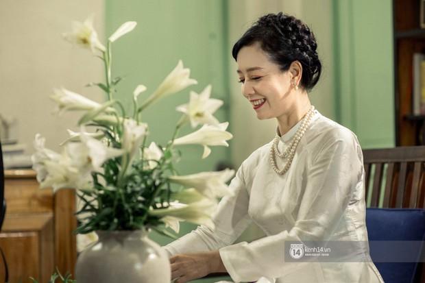 Hà Nội tháng 4: Hoa loa kèn nở e ấp trên phố, từng cánh trắng muốt và thoảng hương dịu ngọt - Ảnh 8.