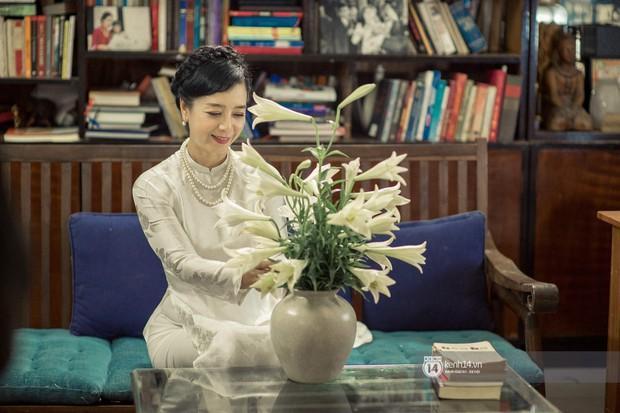 Hà Nội tháng 4: Hoa loa kèn nở e ấp trên phố, từng cánh trắng muốt và thoảng hương dịu ngọt - Ảnh 4.